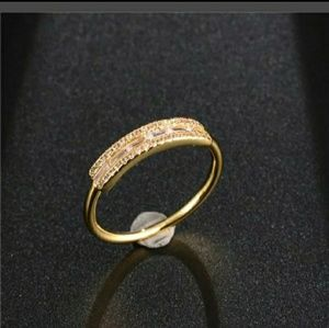Pretty! White Sapphire-18 kt. Gold Plated Ring 5.5